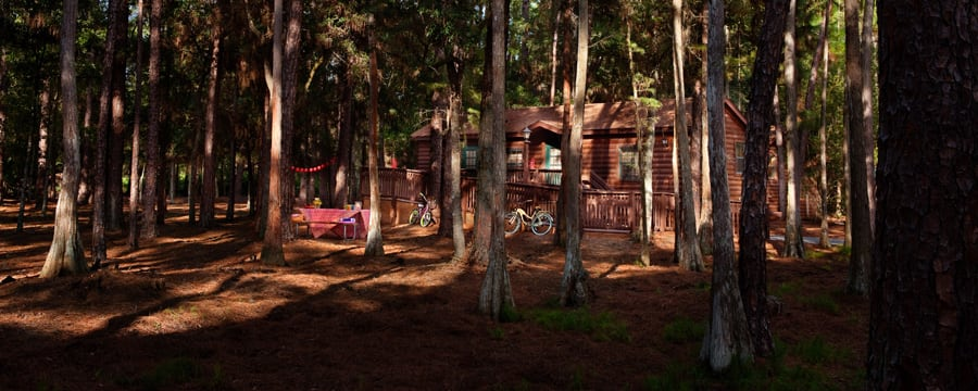 Chalet au milieu des arbres au Disney's Fort Wilderness Resort
