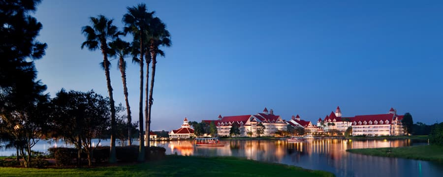 Una vista de Disney's Grand Floridian Resort & Spa desde Seven Seas Lagoon