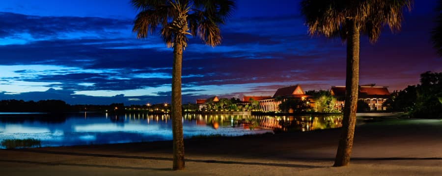 Vista do Disney's Polynesian Resort da Seven Seas Lagoon
