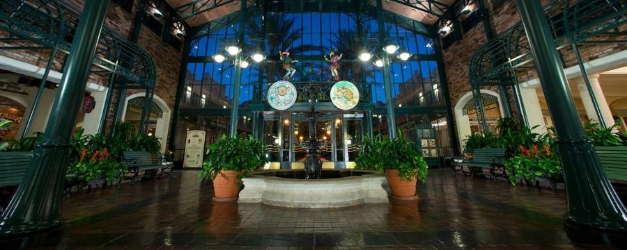 Le hall du bâtiment principal The Mint au Disney's Port Orleans Resort – French Quarter